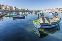 Sprachreise nach St. Pauls Bay auf Malta - hafen mit typisch maltesischen Booten
