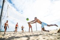 Sprachurlaub in Santa Monica Los Angeles - Volleyballmatch am Strand