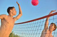 Schülersprachreise Malta in St. Pauls Bay - Freizeitaktivität am Strand Beachvolleyball
