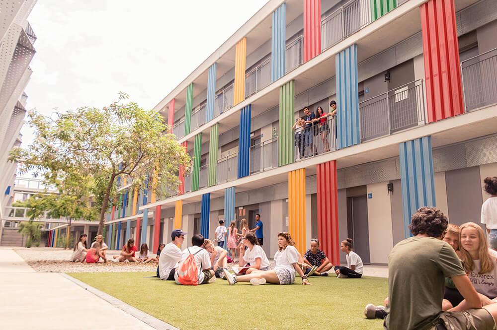 Sprachreisen für Schüler in Barcelona Schulgebäude