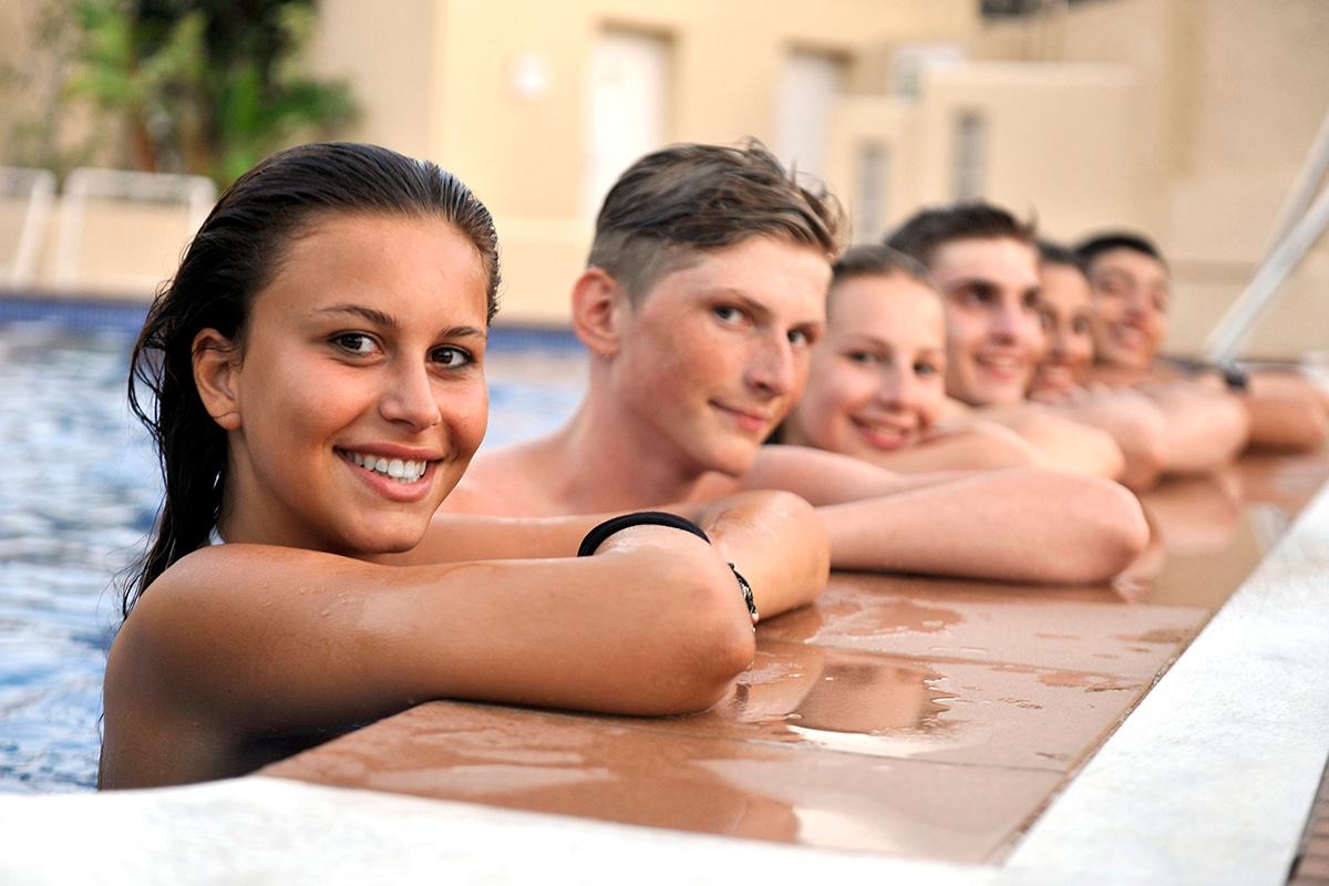 Sprachreisen für Schüler in Malaga - Schüler im Pool